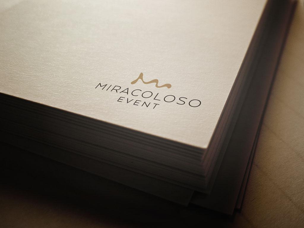 Rendezvényszervező logó letisztult és elegáns az esküvői szolgáltatásokhoz illő grafikai motívummal