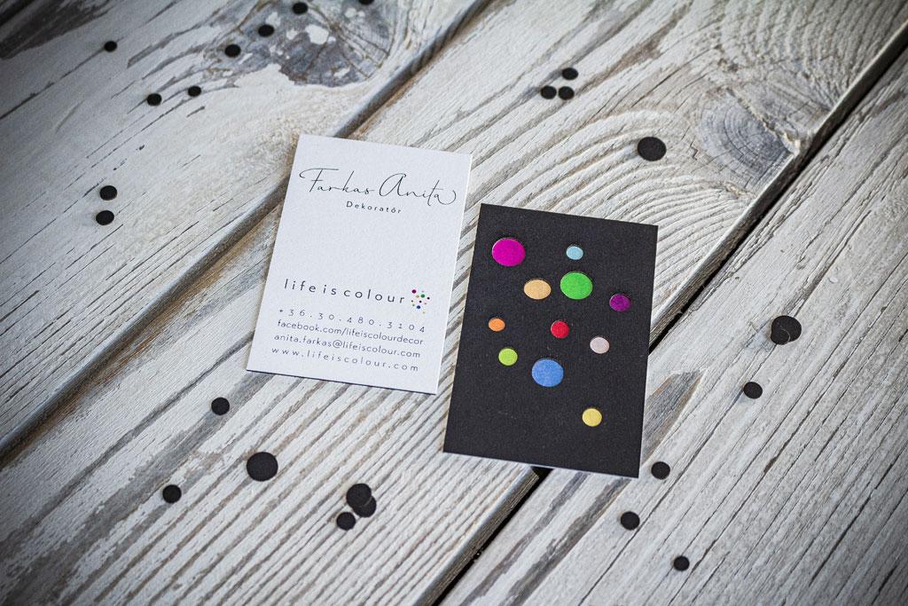 prémium névjegykártya három rétegben kasírozva és lézervágva, matt és gyöngyházfényű papírok kombinációjával – profi tervezés és kivitelezés